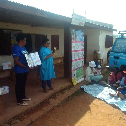 Marie Stopes Madagascar outreach nurses giving a group education session